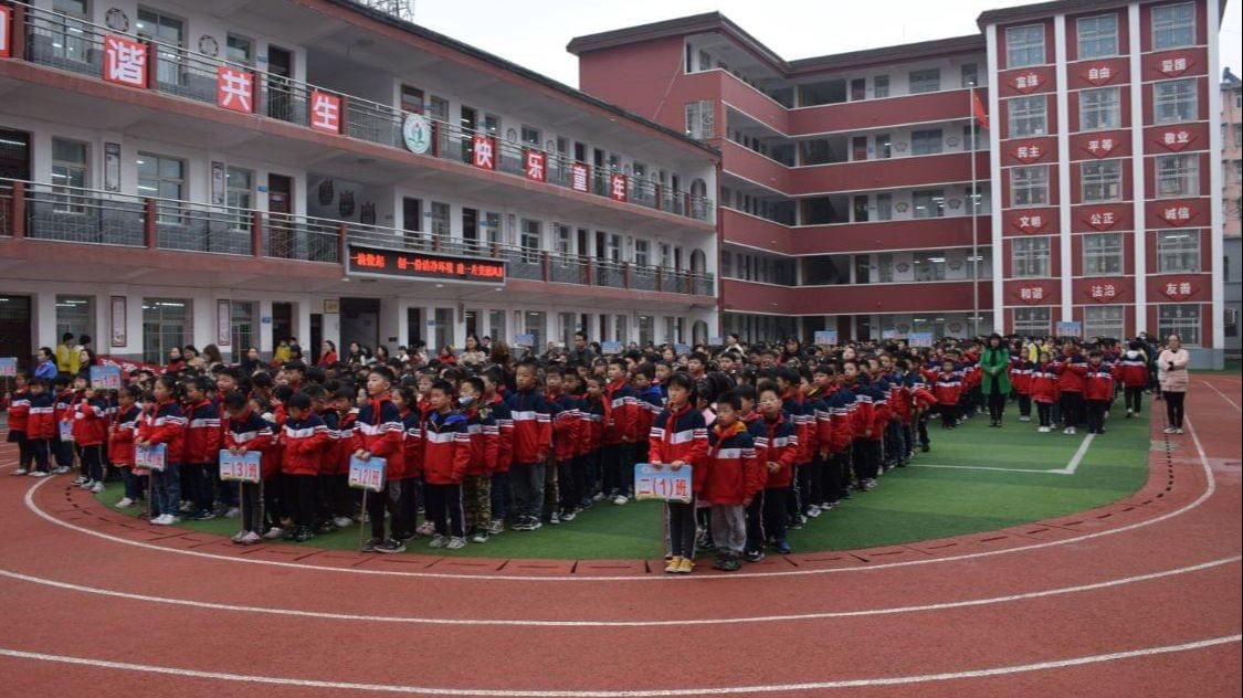 信阳市第十小学开展弘扬劳动美德,礼赞建党百年 主题升旗仪式