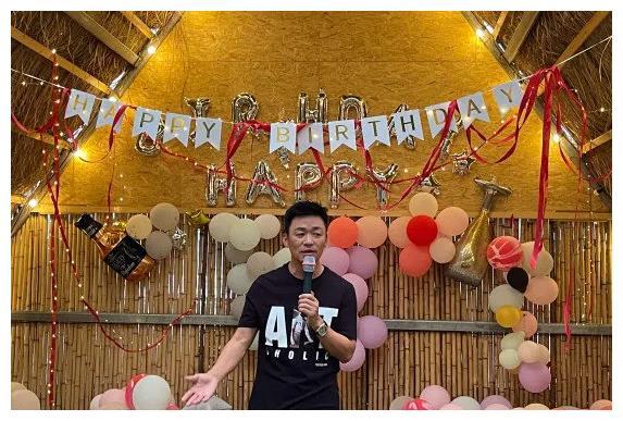 王宝强生日会不见女友冯清 ,引网友猜测是否分手了?