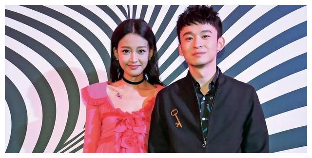 长相普通的男星都娶了美妻,王祖蓝李亚男太甜蜜,曹格吴速玲低调