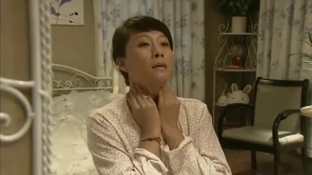 野鸭子:杨兰独自在家突然停电,自己摸黑去找开关不小心摔倒