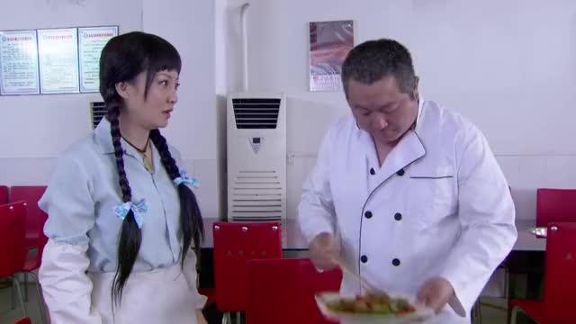 顾客吃饭大厨不在,哪料洗碗工临时救场,客人吃了根本停不下来
