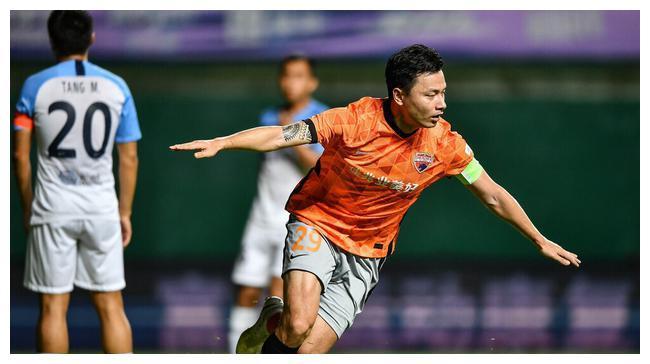 深圳队送黑马赛季首败,郜林传射爆发,卡尔德克头球两连击
