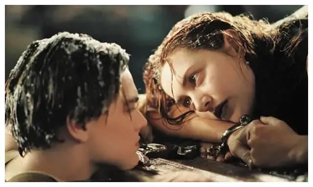 《泰坦尼克号》露丝为何会爱上穷小子杰克,这真不是一个童话故事