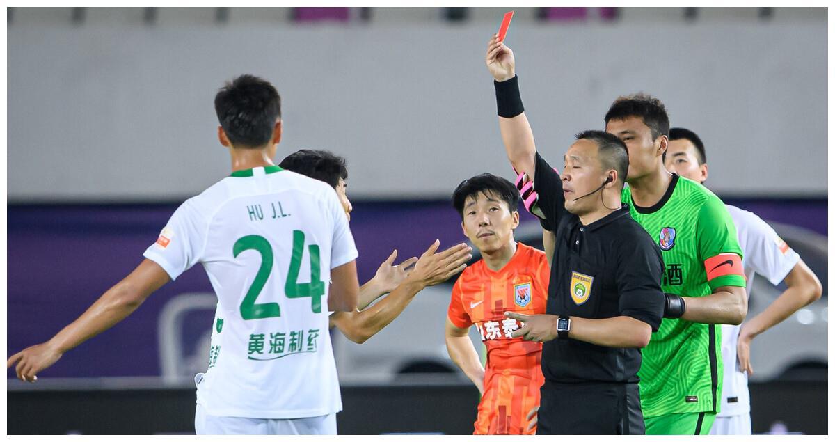 2-0,泰山队轻松登顶,养生足球+朱挺抢戏,郝伟真的赢了?