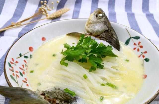 妈妈经常喝这汤,美容养颜抗衰老,肌肤水嫩光滑,50岁像20多岁