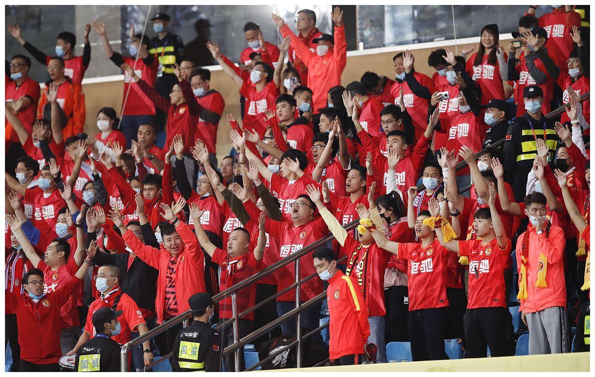 中超球迷欢呼时刻来了,第二阶段或恢复主客场,久违呐喊再现球场