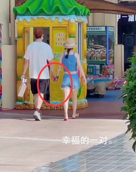 张雨剑吴倩带女儿出游!被嘲营销好爸爸人设,明星的私生活太难了