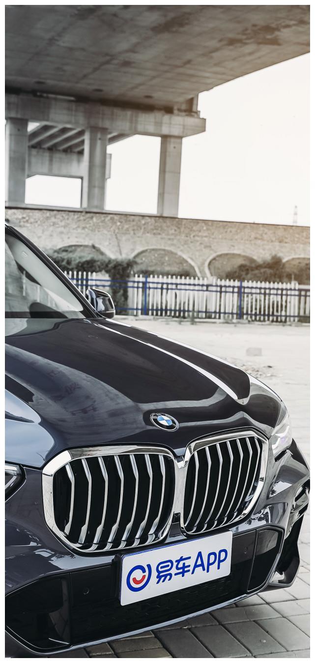 BMW X5以一往无前的昂扬气势尽展雄浑本色