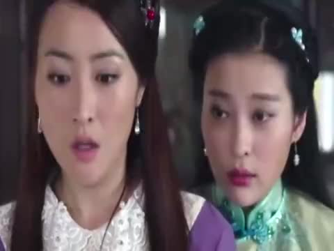 妹妹躲在房间偷看姐姐,不料小日本太大胆,妹妹吓得花容失色!