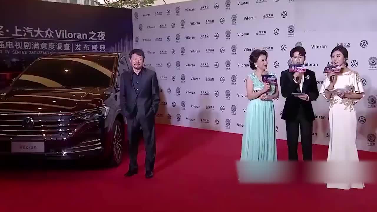 赵雅芝带老公走红毯,一个拿笔的小举动,瞬间暴露家庭地位!