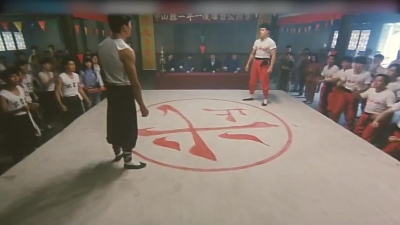 精英社和邹兆龙比武,不料邹兆龙没有使出全力,打假拳