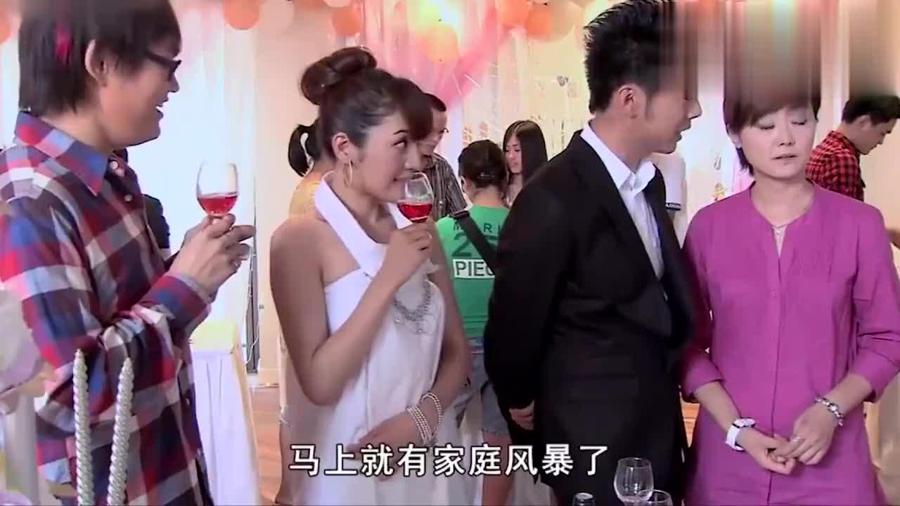 青春期撞上更年期:胖子在兄弟婚礼上看中一个姑娘,拼命献殷勤