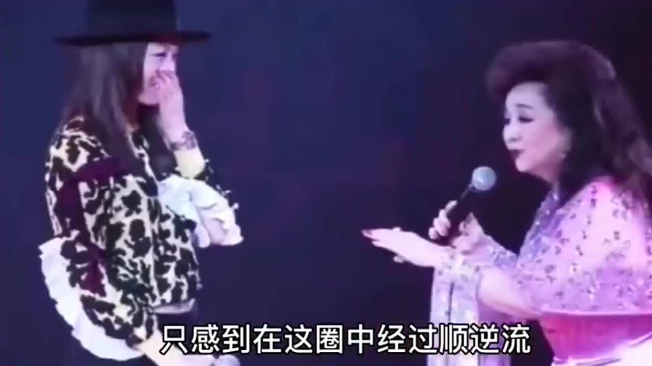 徐小凤气场太强大,拉着容祖儿演唱《顺流逆流》,台下大咖云集