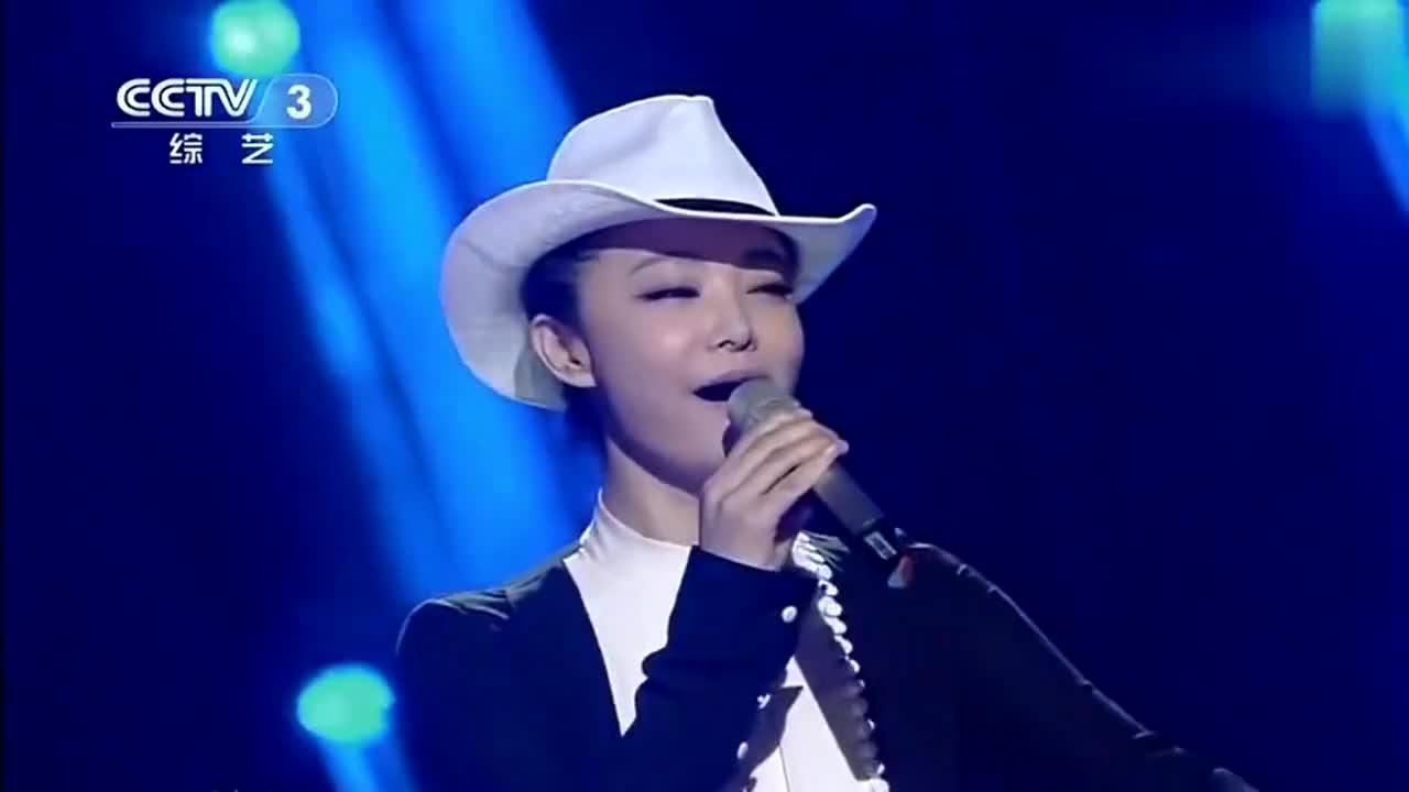 韦嘉演唱《天蓝蓝海蓝蓝》,此曲声出金石,唱得太甜美了!