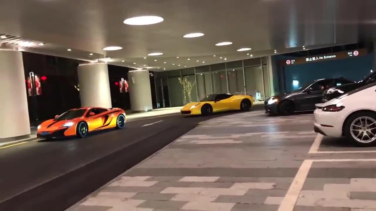这是哪里的停车场,这是来搞车展吗?超跑齐聚,法拉利最夺目!