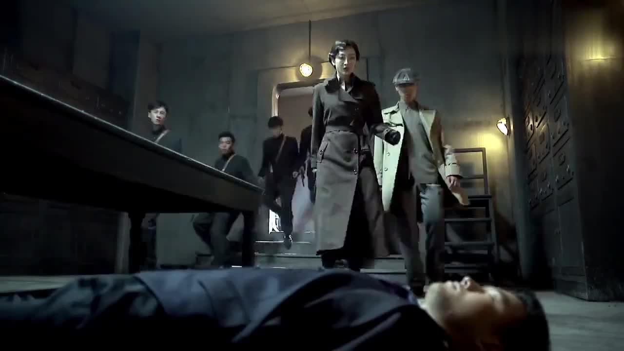 伪装者:汪曼春带人搜索银行内部,谁料明台比她更快一步逃离