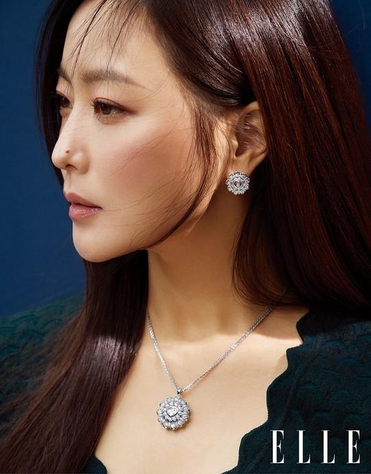 金喜善公开珠宝品牌写真 比宝石还要耀眼的美貌