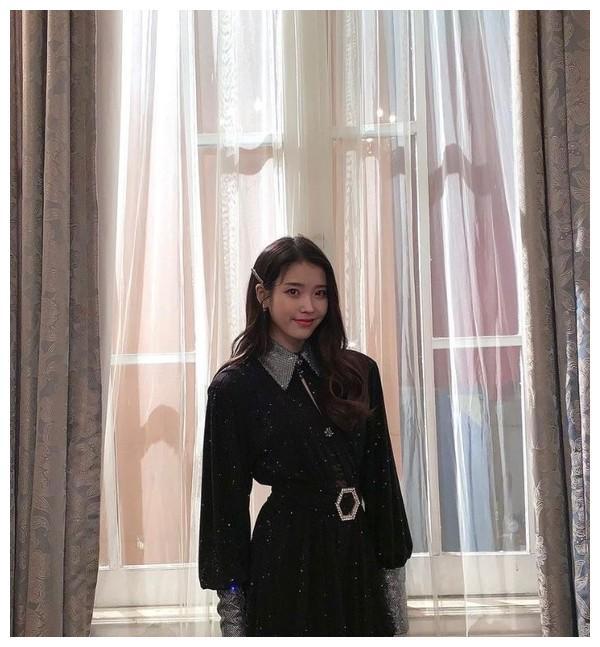 歌手IU公开了《Celebrity》SpecialClub的幕后照片