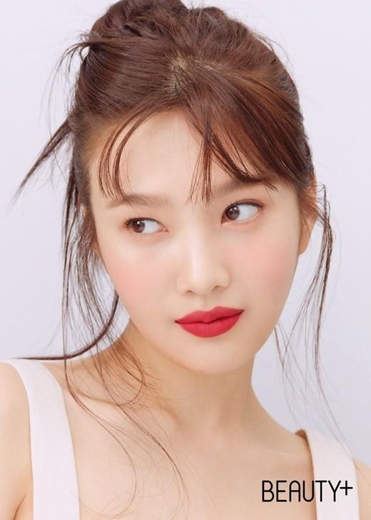 Red Velvet朴秀荣用写真展示丰富多彩的唇妆