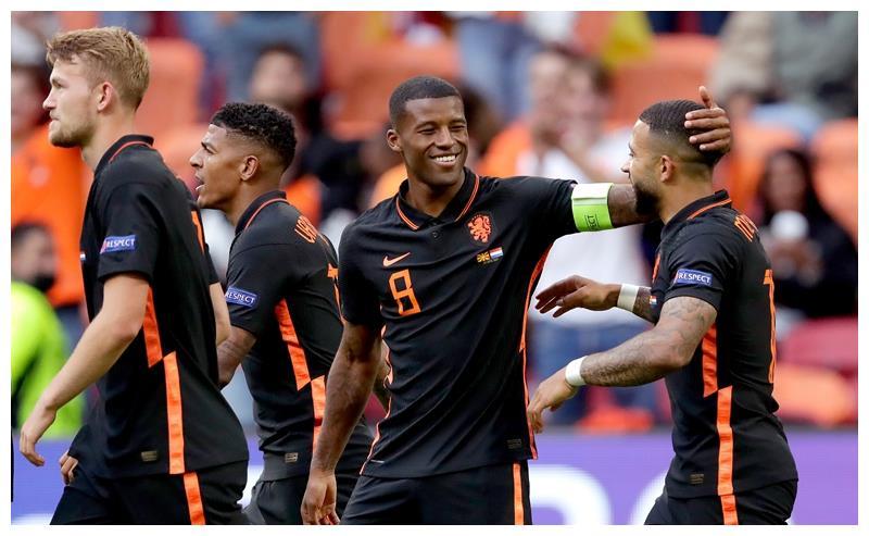 维纳尔杜姆+德佩高擎橙色进攻大旗,有了他俩荷兰队能走得更远