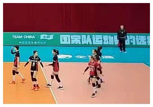 辽宁女排3-0胜浙江队,全运会女排正赛八强产生,福建北京掉队