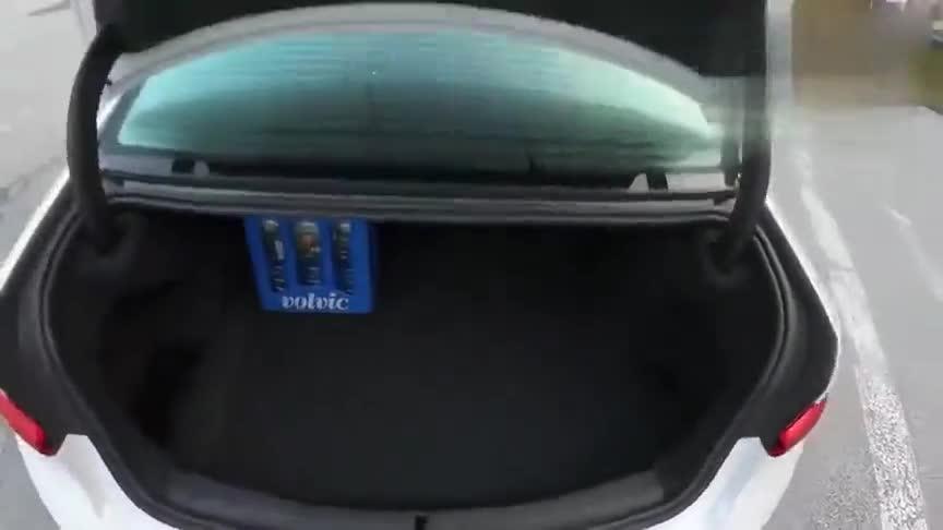 视频:宝马320i,颜值出众,看完你心动了吗
