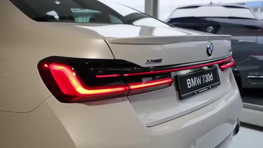 视频:2021款宝马7系到店,拿到钥匙亮起贯穿式尾灯,还想啥奔驰S级