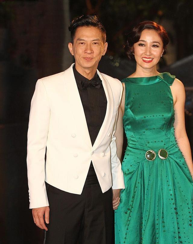 关咏荷太精致了,一袭绿宝石礼服裙复古优雅,温婉贵气女神范十足