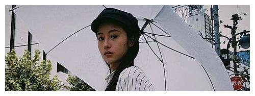 她靠卖惨让陈凯歌留下,演技尬出新高度,今又来毁经典角色小龙女