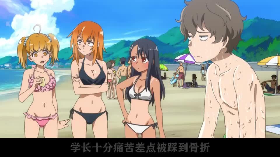 霸道学妹强迫学长游泳,学长不愿意差点被踩到骨折