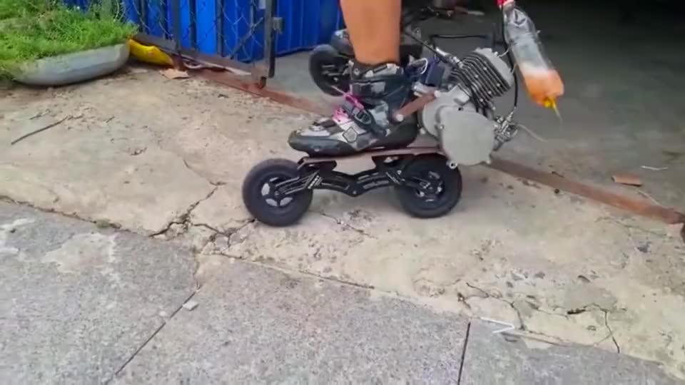 牛人改装的轮滑鞋,后边还设计了汽油装置,这个不知道时速有多少