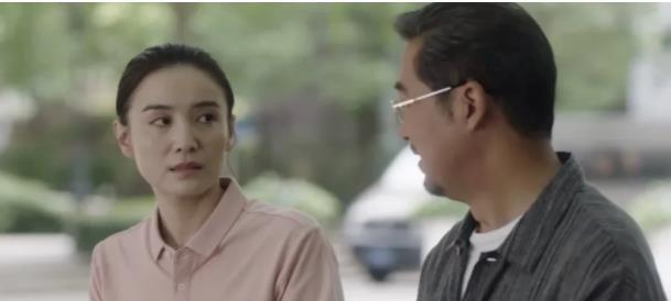 49岁的吴越在《小舍得》中素颜出镜,未婚未育的她老了许多