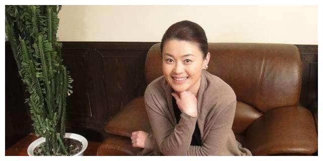 k5电竞官网:从美妆大师到御用夫人 赵本山一手捧着 36岁的关婷娜依然孤身一人