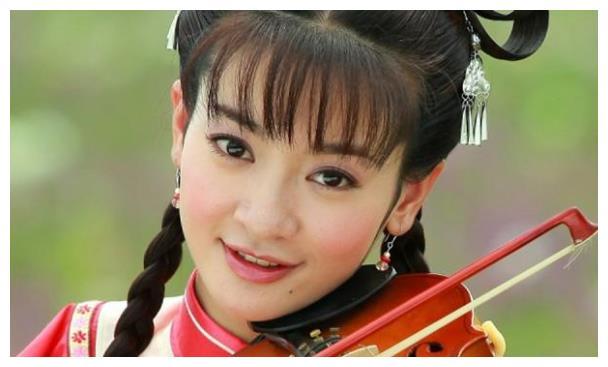 曾经为了呈现出干练的形象,剪掉自己多年的长发,她就是李晟!