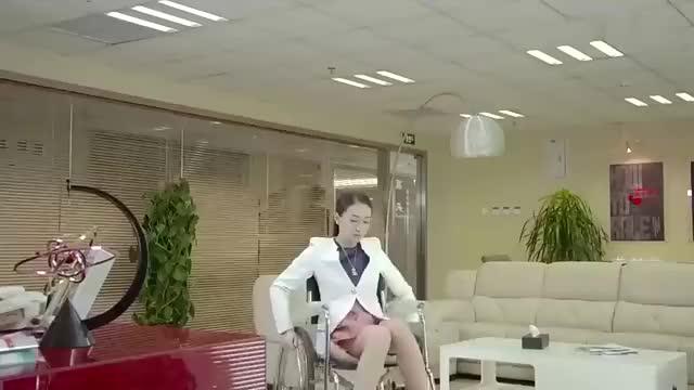 总裁:女老总看上穷小伙,假装瘫痪来考验他,结果相当满意!