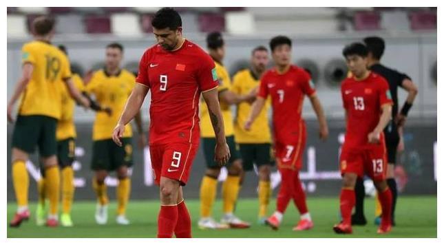 对决日本队之前,国足喜迎两大好消息,李铁看到逆袭取胜的希望