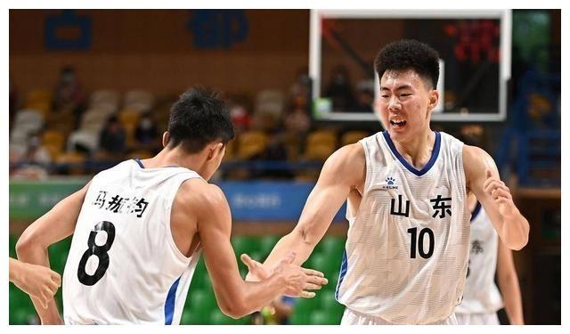 山东男篮两连胜进入4强,4名新星得分上双,都比马鑫鑫更出彩