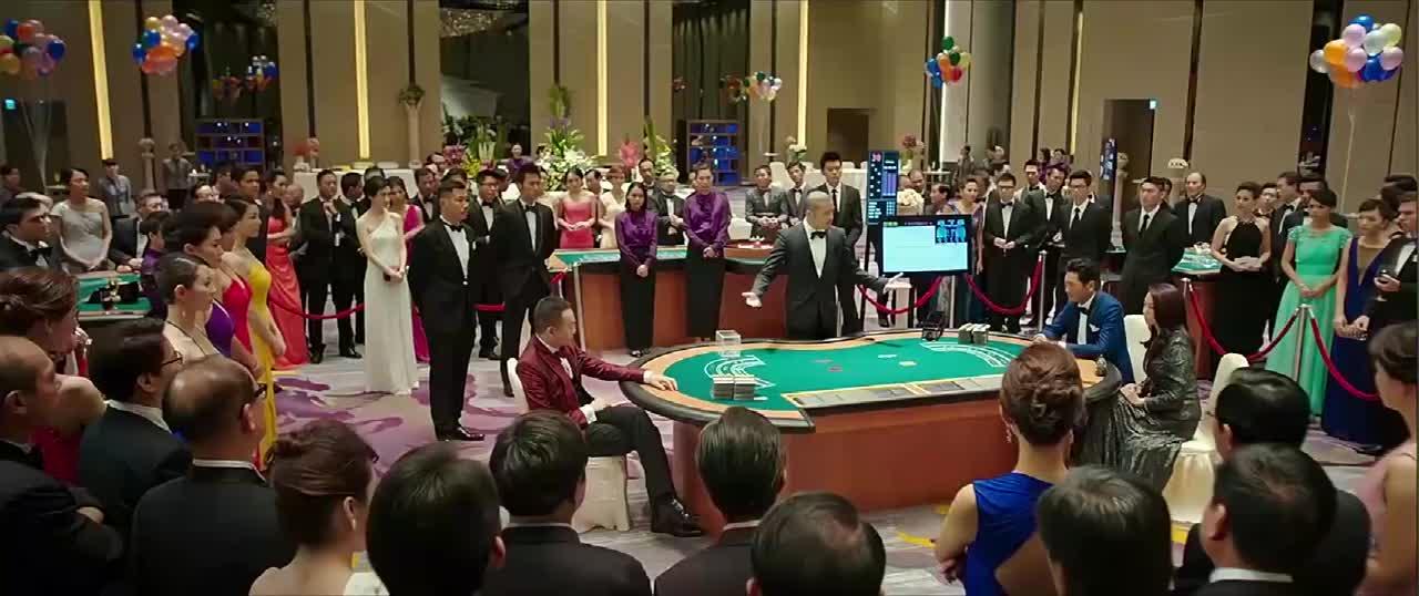 澳门风云:赌神就是赌神,出千时对手毫无察觉,赌术依旧在巅峰