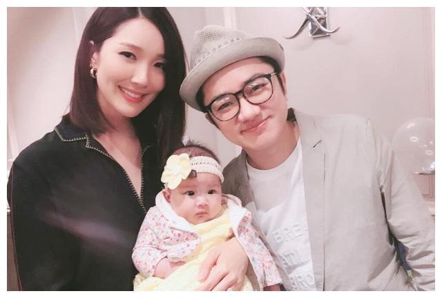 王祖蓝2个孩子真可爱,1个像爸爸,1个像妈妈