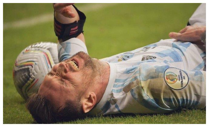 34岁老将长途奔袭,队友都在看戏,这就是梅西一个人的阿根廷
