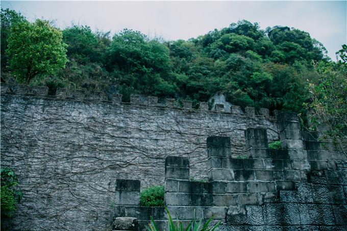雨中广东清远神峰关,山层峦叠嶂,山势雄伟,景色秀丽,气象万千