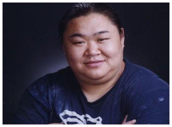 奥运冠军唐功红,为国夺金冒死一举,下台后七窍流血紧急送医