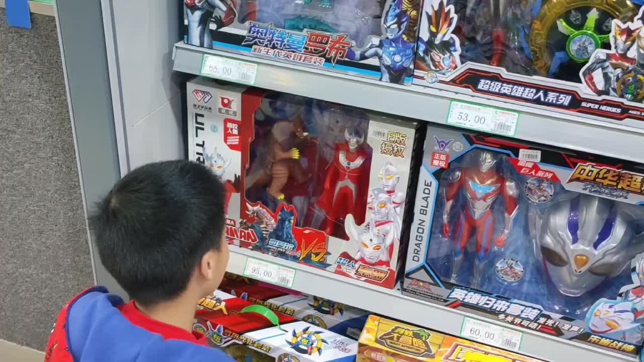 小学生探店奥特曼玩具,发现正版授权的泰罗奥特曼和哥莫拉,真好