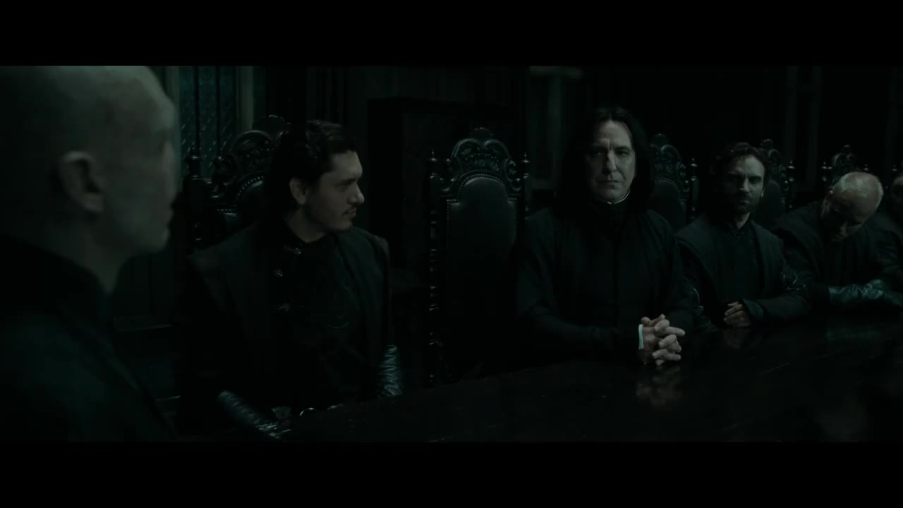 哈利波特与死亡圣器:伏地魔决定对哈利波特下手,共同商讨战略
