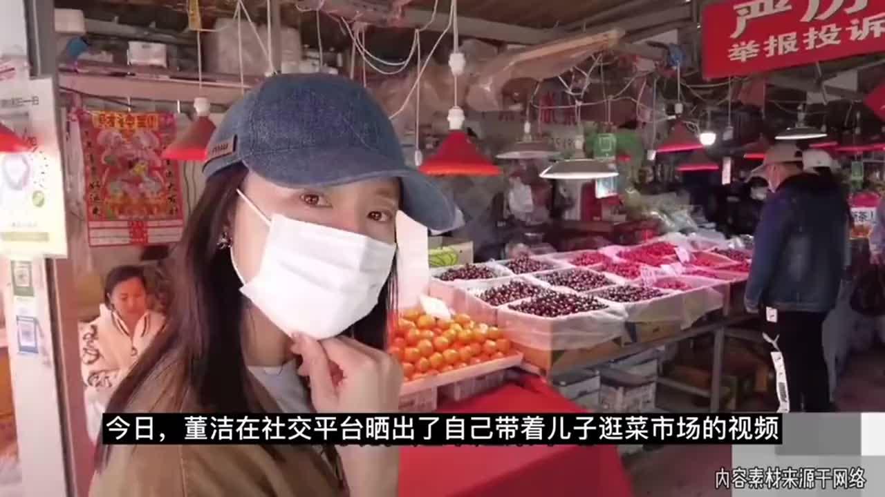 董洁带儿子逛菜市场,12岁身高快赶超妈妈,潘粤明每年为他庆生