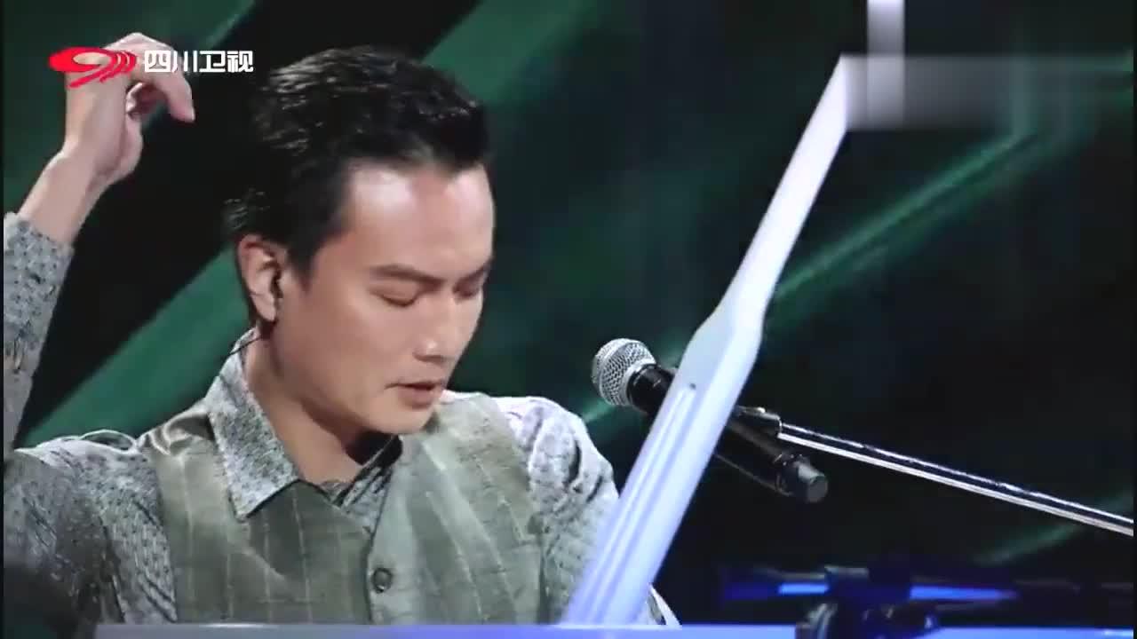 钢琴王子李泉现身,演唱我要我们在一起,感染众人