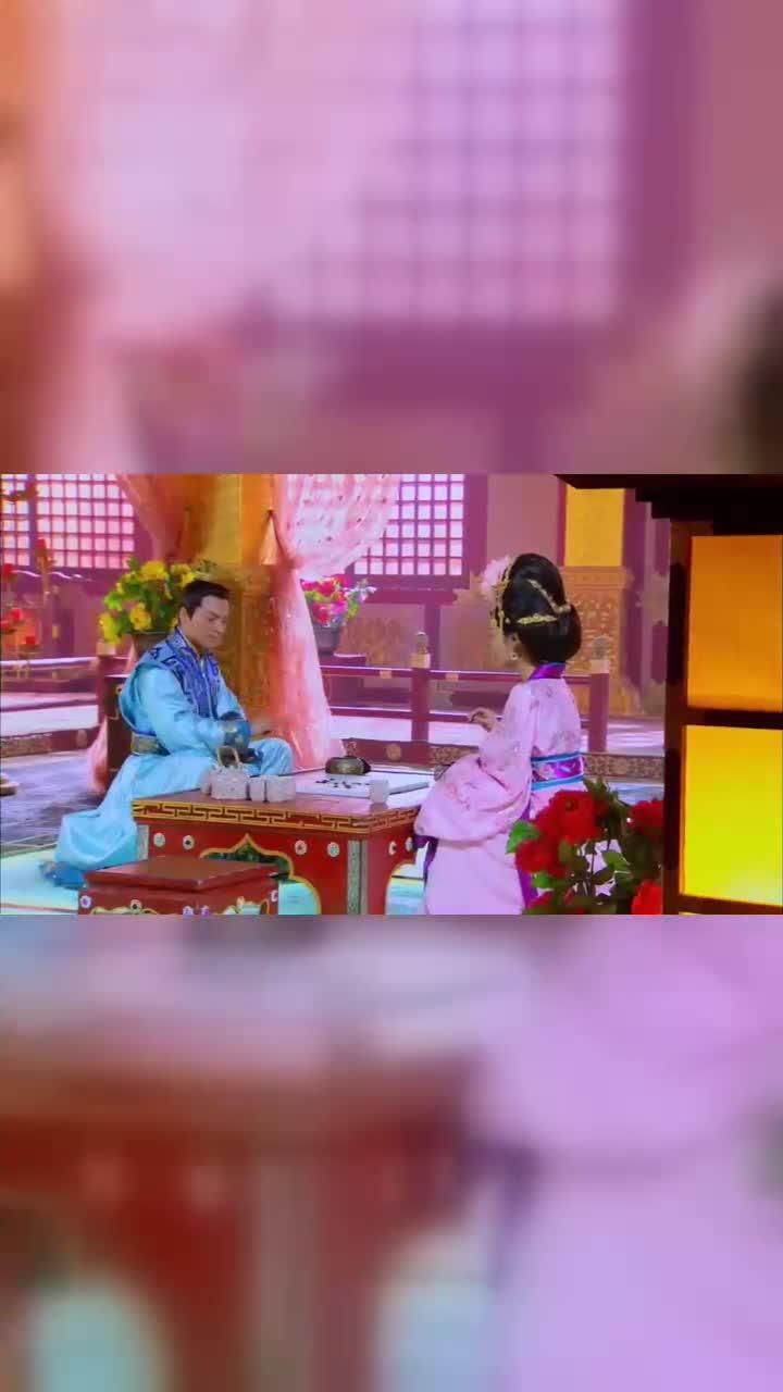 隋唐英雄:皇上与妃子下棋打趣,却恰逢前线传来战报