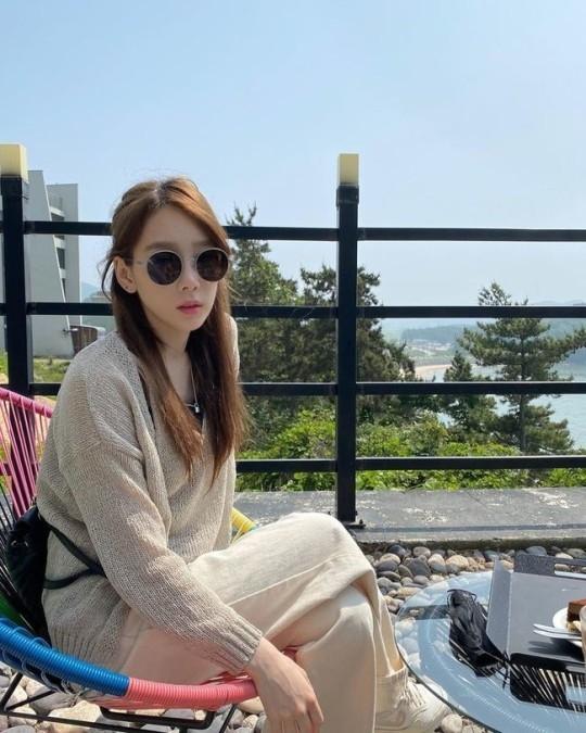 少女时代金泰妍戴着墨镜享受日常生活公开近况照片
