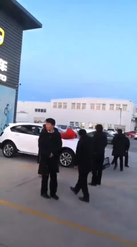 视频:吉利远景S交车大吉大利。祝福天