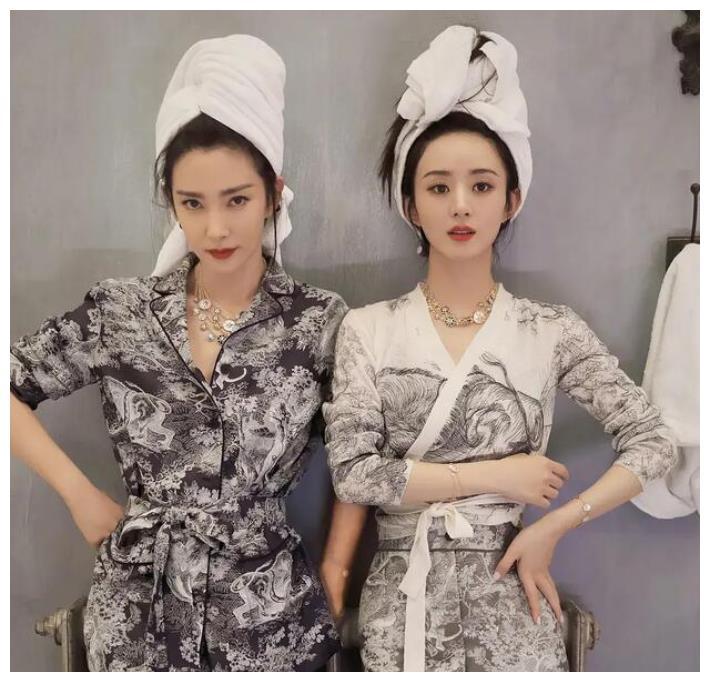赵丽颖与李冰冰拍杂志完败,裹毛巾素颜出镜,谁更有气质呢?
